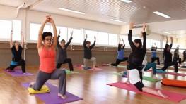 שיעור יוגה נשית מלא